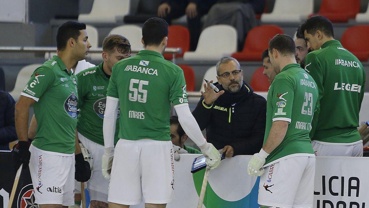 Los jugadores del Liceo, con su entrenador Juan Copa