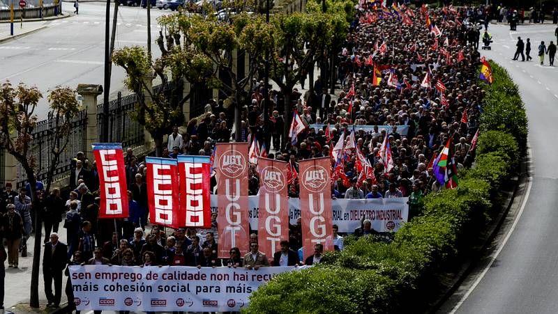 Los trabajadores gallegos salen a la calle.Manifestación de UGT y CC. OO. en A Coruña