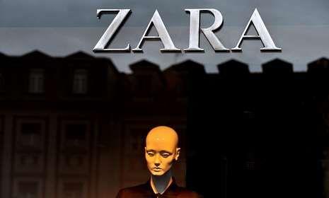 .El único Zara de Ferrol se encuentra situado en la calle Real, a la altura de la plaza de Armas.