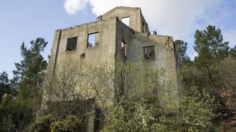 Antiguo edificio perteneciente a las minas de Freixo, en Monforte, que albergaba el lavadero y el cargadero de mineral