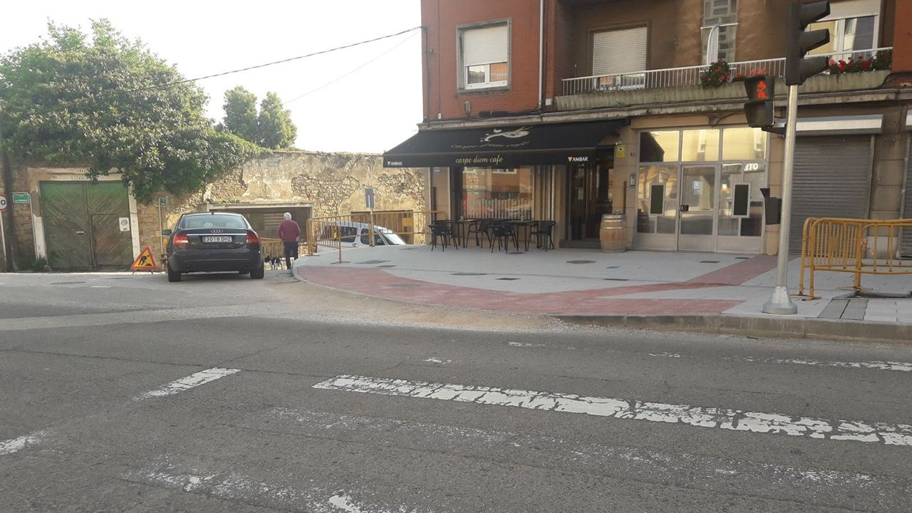 Bar Carpe Diem, local de Avilés en el que un vecino disparó a otro con un arma alterada