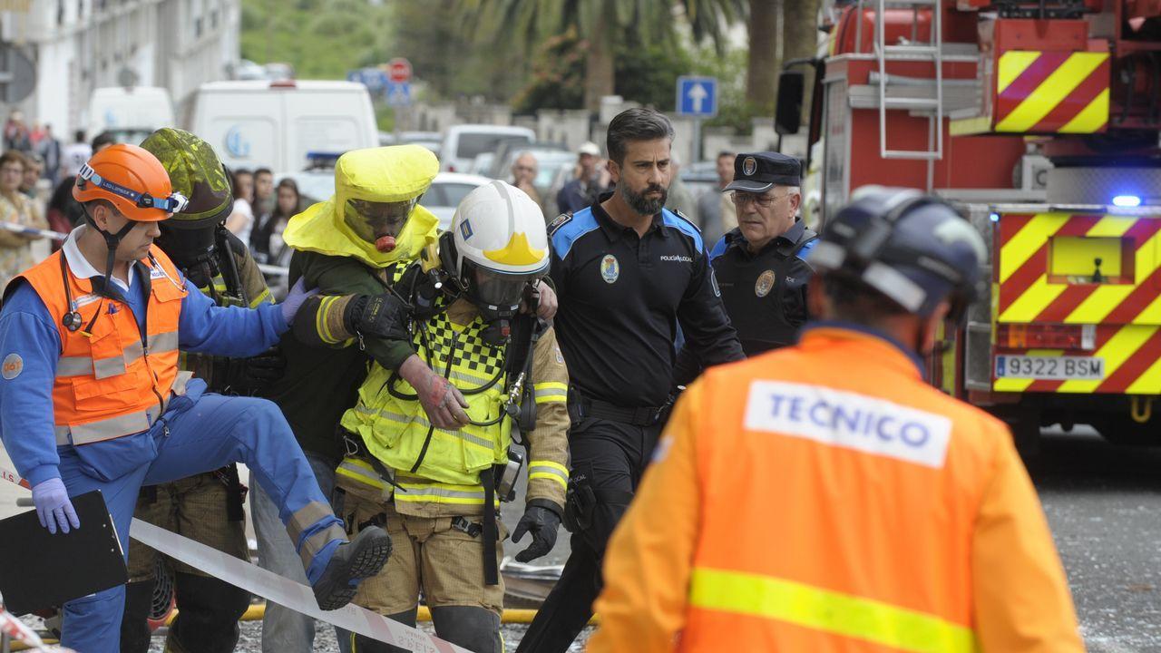 Todas las imágenes de laSemana Santa de Ferrol 2019.Los bomberos auxiliaron al inquilino de la vivienda afectada