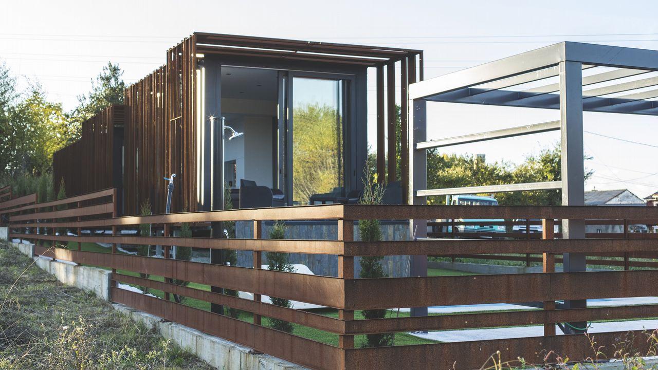 La firma montó esta vivienda de Mugardos en apenas ocho horas, tras fabricar los módulos en As Pontes en un plazo de dos meses