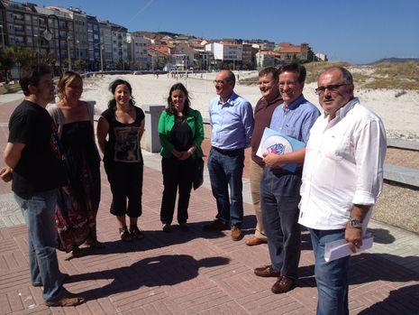 Los representantes del BNG visitaron la playa