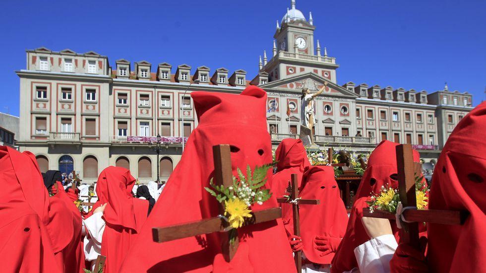 Todas las imágenes de las procesiones de Ferrol.El Cristo de la Buena Muerte de la Orden Tercera que procesionó ayer es una talla creada a partir del Cristo de la Luz, la imagen más antigua de Ferrol y que los historiadores datan en el XVII.