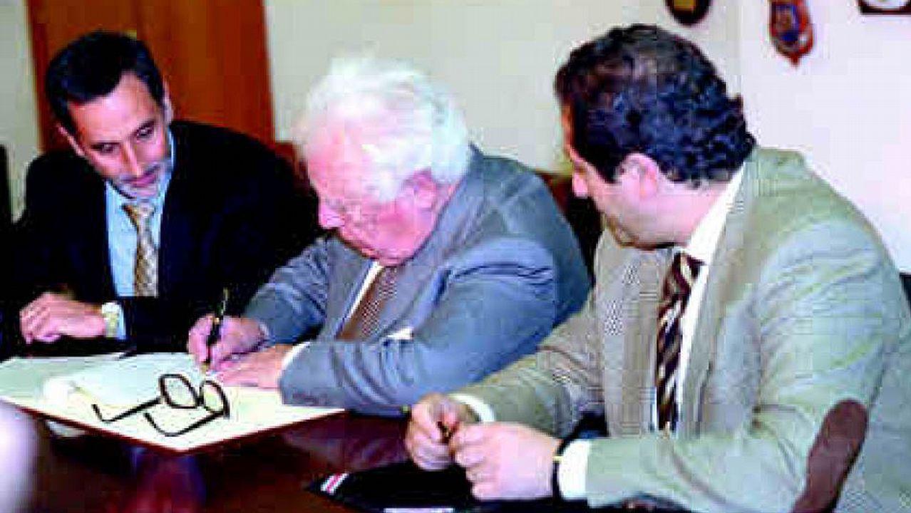 ColmeiroColmeiro.Otero Pedrayo recibe unha homenaxe na praza do Obradoiro