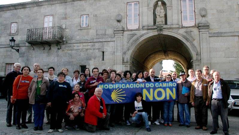 Los mejores parques infantiles de Galicia.Los vecinos de Sobrado dos Monxes celebraron la semana pasada una manifestación de protesta.