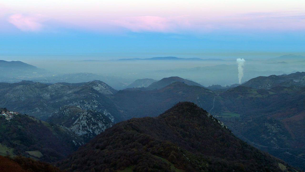 Nube de contaminación sobre Oviedo