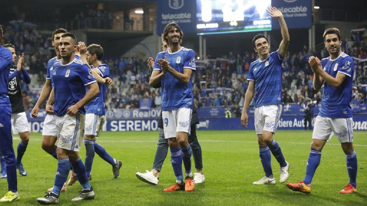 Gol Mossa Real Oviedo Almeria Carlos Tartiere Johannesson Tejera Ibra Javi Munoz.Carlos Martínez, en el centro, saluda a la afición tras el derbi