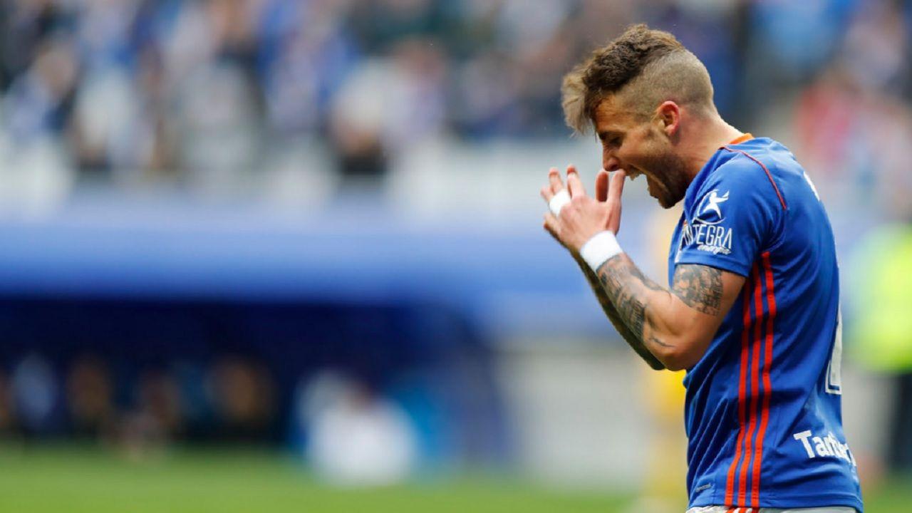 Aaron Real Oviedo Alcorcon Carlos Tartiere.Aaron se lamenta tras una ocasion de gol ante el Alcorcon