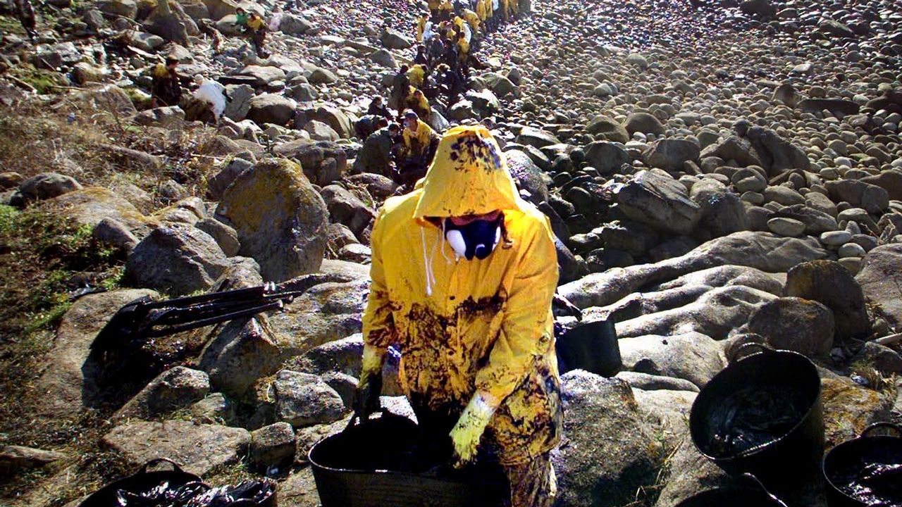 La rotura de una presa en Brasil sepulta a cientos de personas.Fotograma del vídeo de XSP sobre los vertidos del emisario submarino de Peñarrubia
