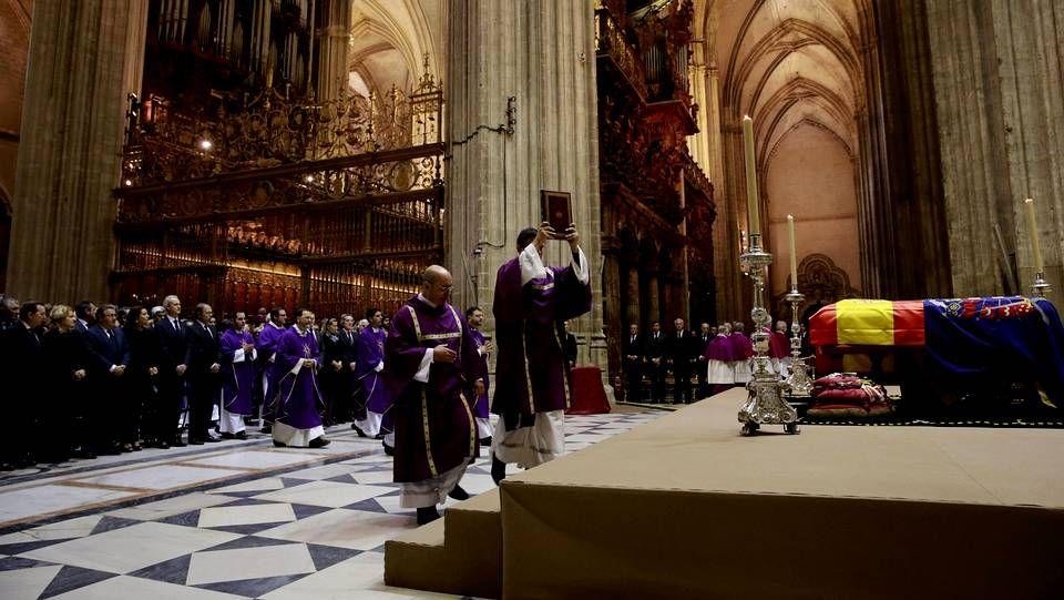 .Funeral por la duquesa de Alba en la catedral de Sevilla.