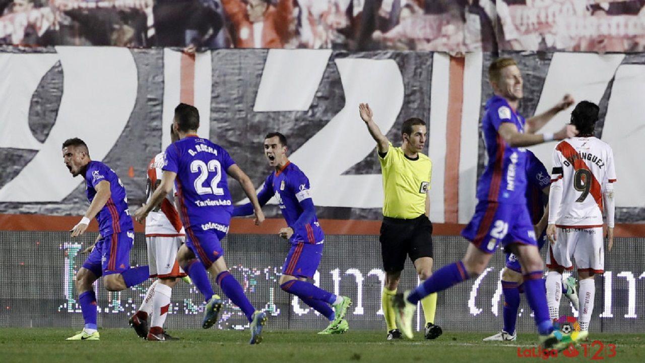 Gol Christian Real Oviedo Rayo Vallecano.Los futbolistas del Real Oviedo celebran el gol de Christian