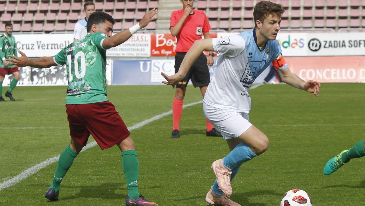 Bergantiños-Villarrubia: ¡las imágenes del trascendental partido!.Folch y Bolaño disputan un balón en el Oviedo-Albacete