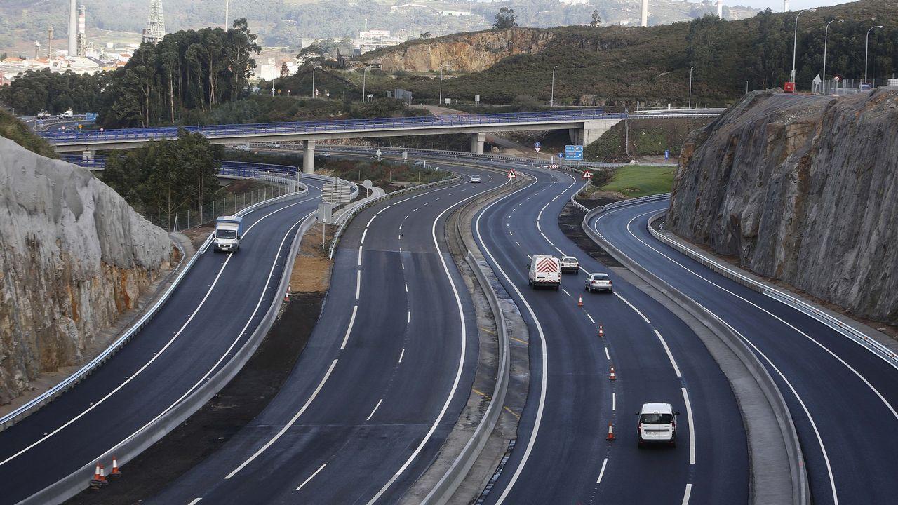 AP-1, la autopista libre.Imagen del cale de la vía izquierda del túnel de Requejo