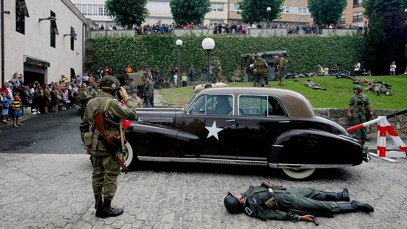 Protesta en la sede central de NCG.Recreación de un combate de la Segunda Guerra Mundial