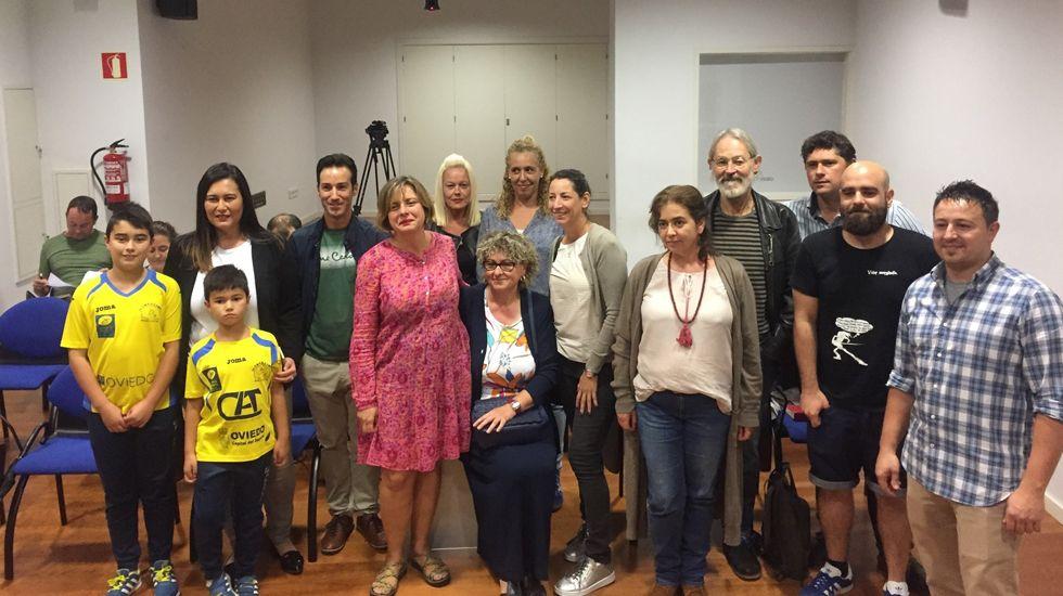 Agustín Iglesias Caunedo, en una junta local del PP de Oviedo.María Dolores de Cospedal y Wenceslao López en la reunión sobre los terrenos de La Vega