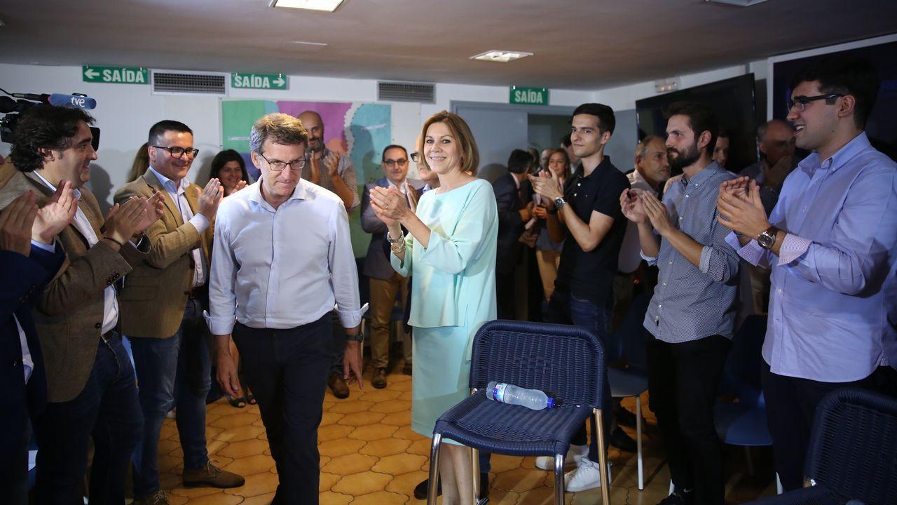 Rajoy disfruta de unos días de descanso enGalicia.María Dolores de Cospedal y Mercedes Fernández en un acto de las primarias del PP en Asturias