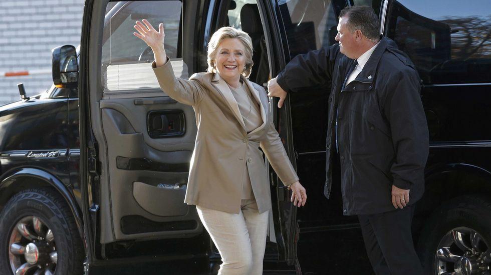 Hillary Clinton llega para votar en su centro de votación.