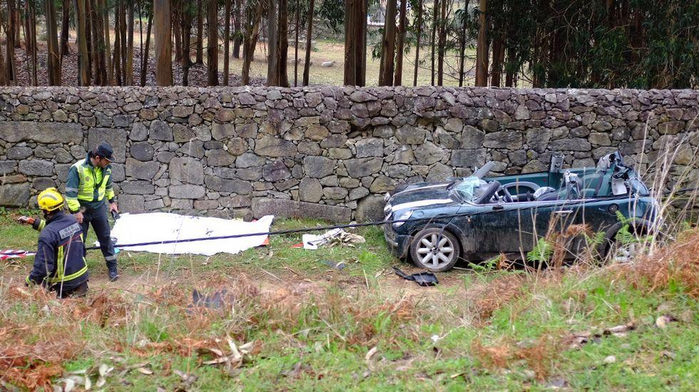 Un joven de 20 años fallece al salirse de la vía en O Rosal.