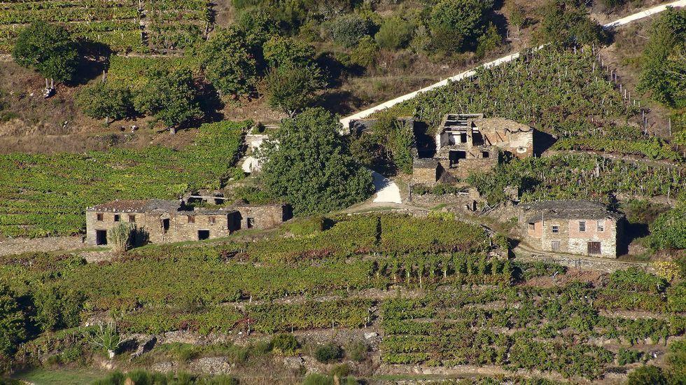 Viejas casas del pueblo vistas desde el mirador de O Duque