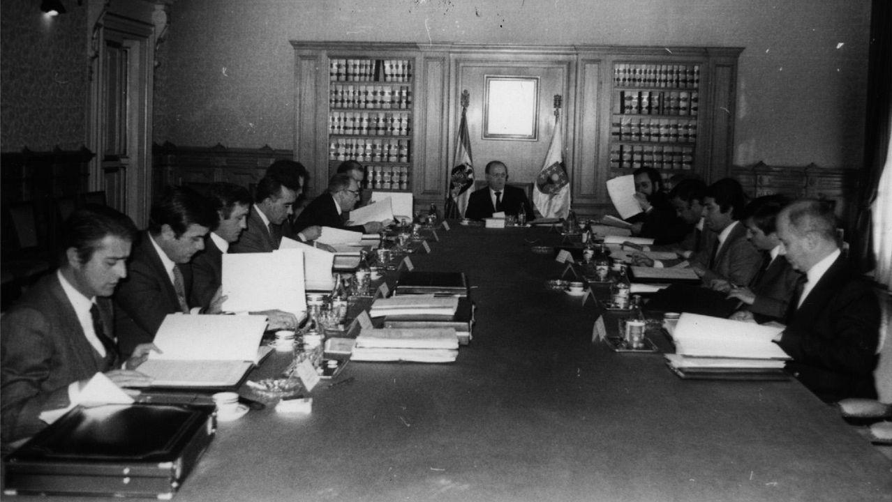 .Una reunión del consello de la Xunta presidida por Fernández Albor en 1982