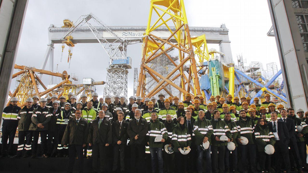 Así son los gigantes que sustentan los aerogeneradores en el mar.