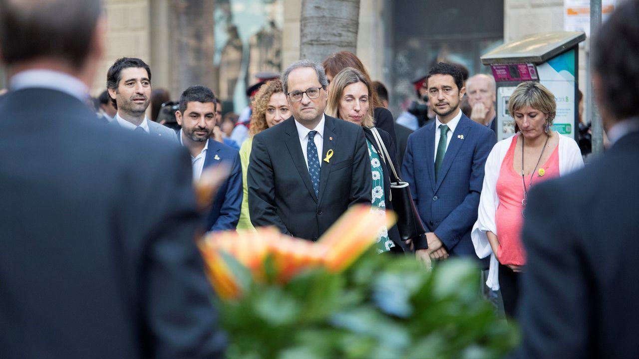 .Ofrenda floral del Gobierno de Cataluña en el monumento de Rafael Casanova en Barcelona. En la imagen, entre otros, Quim Torra.