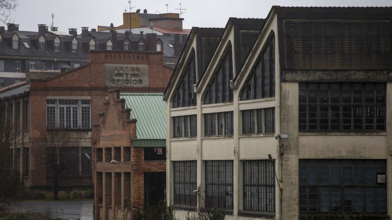 Complejo de la fábrica de armas.De las edificaciones, unos 1.200 metros cuadrados, desvalijadas, solo quedan paredes y techos.