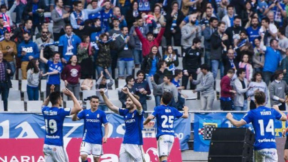 .Los jugadores carbayones celebran el 2-0
