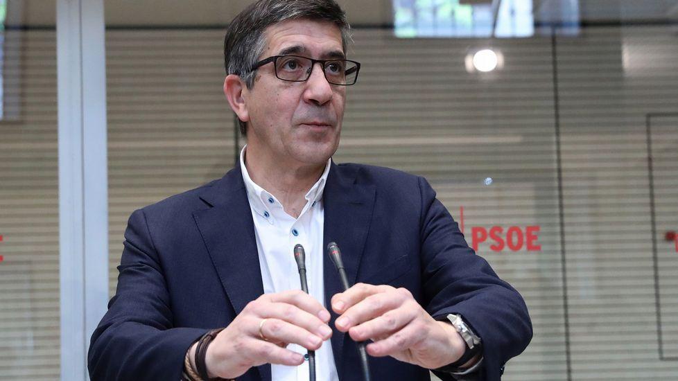 Sánchez vaticina que si gana Susana Díaz las primarias el PSOE será tercera fuerza.Patxi López tras haber formalizado su precandidatura