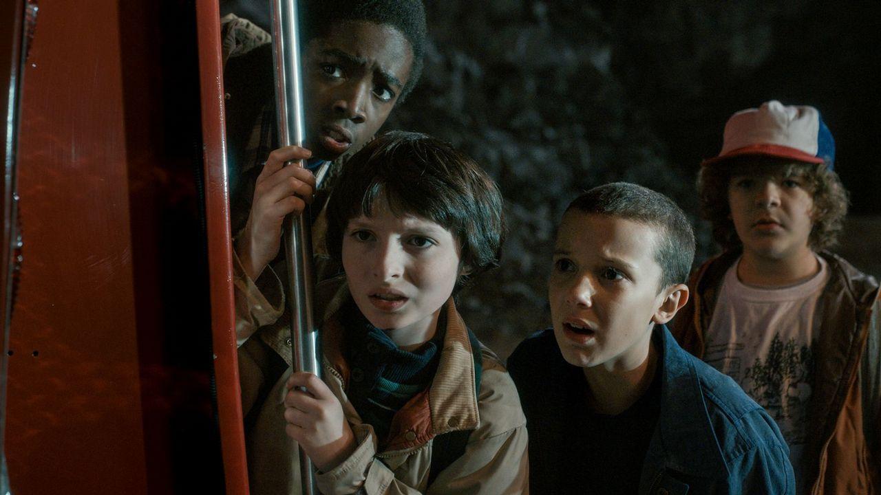 El desfile de Molly Goddard.La segunda temporada de «Stranger Things» fue vista íntegra el día de su estreno por 361.000 personas.