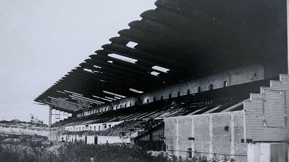 La formidable tribuna del estadio de Buenavista destruída por los bombardeos. Oviedo, 21 de octubre de 1937