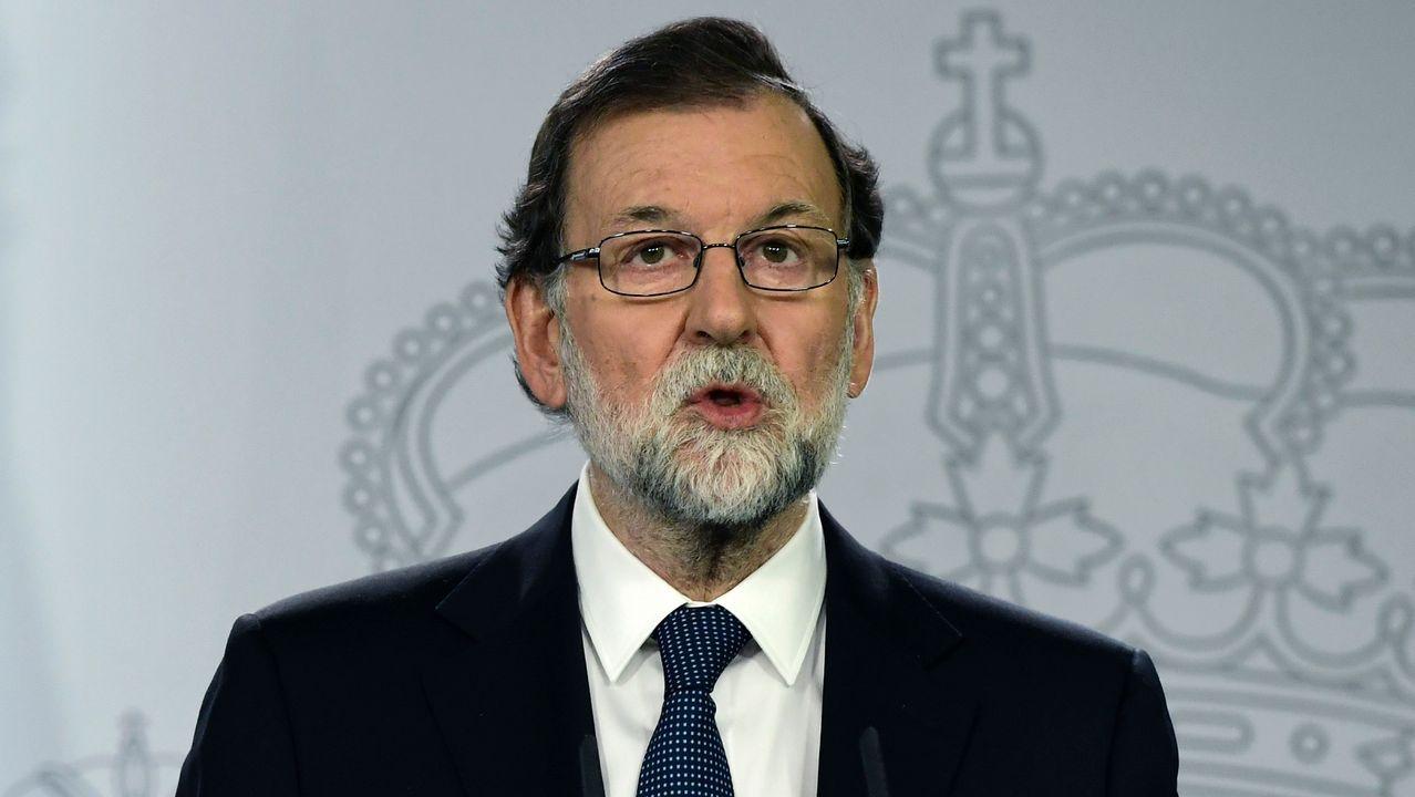 Rajoy: «No ha habido un referendo en Cataluña».Adrián Barbón sube al escenario del Calatrava ante los aplausos de su Ejecutiva