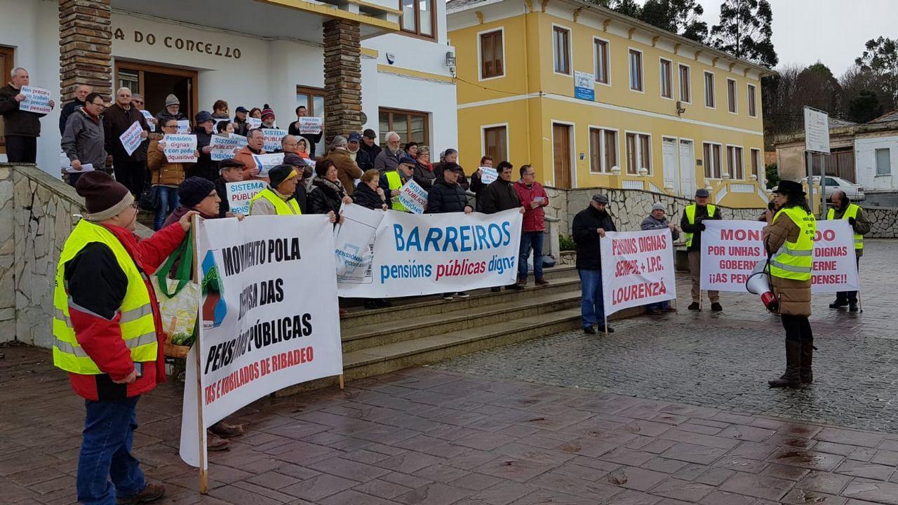 El secretario general de la Federación Socialista Asturiana (FSA) y candidato a la Presidencia del Principado, Adrián Barbón, interviene durante el primer acto público de Pedro Sánchez en Oviedo