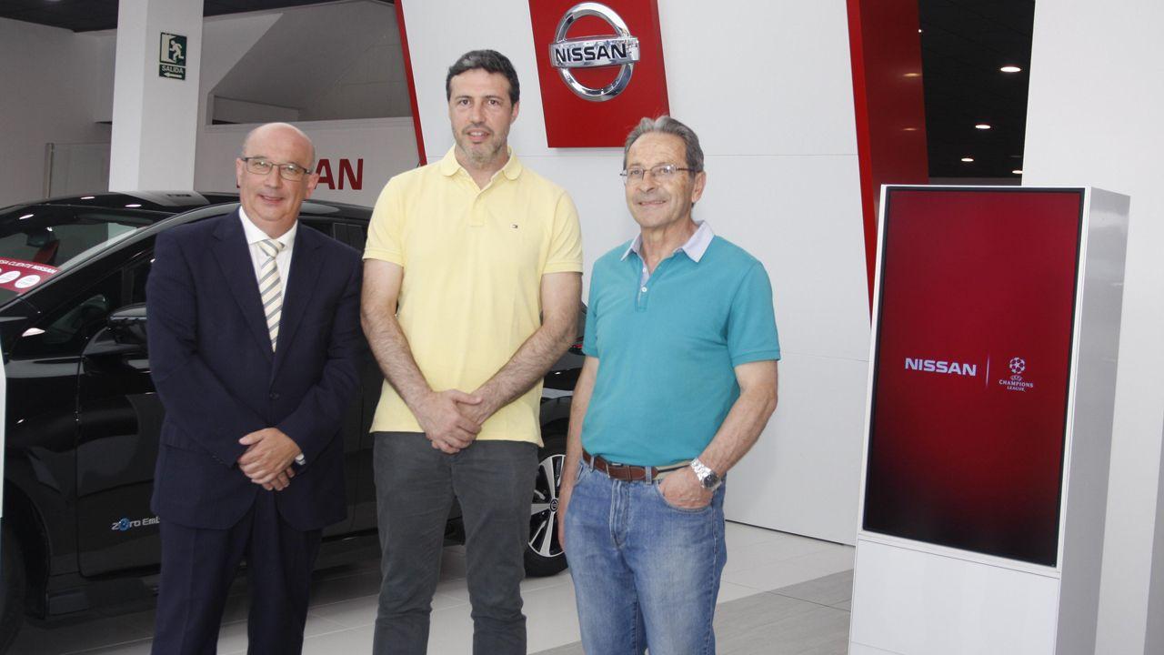 Luis Garabaya presentado como nuevo entrenador del Siero Deportivo Balonmano en las instalaciones de Cyasa, concesionario oficial Nissan