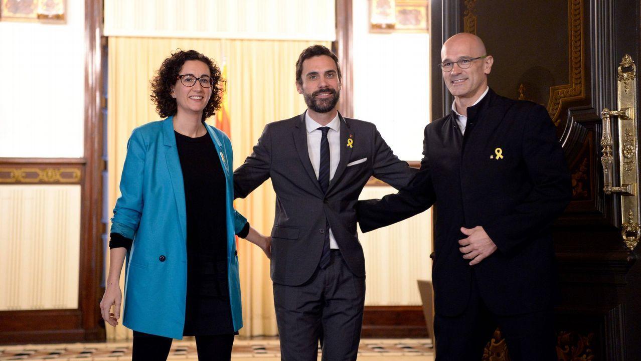 Puigdemont se va de tapas tras conmemorar los 100 días que lleva fugado.El portavoz de ERC, Sergi Sabrià, en una rueda de prensa el pasado mes de enero