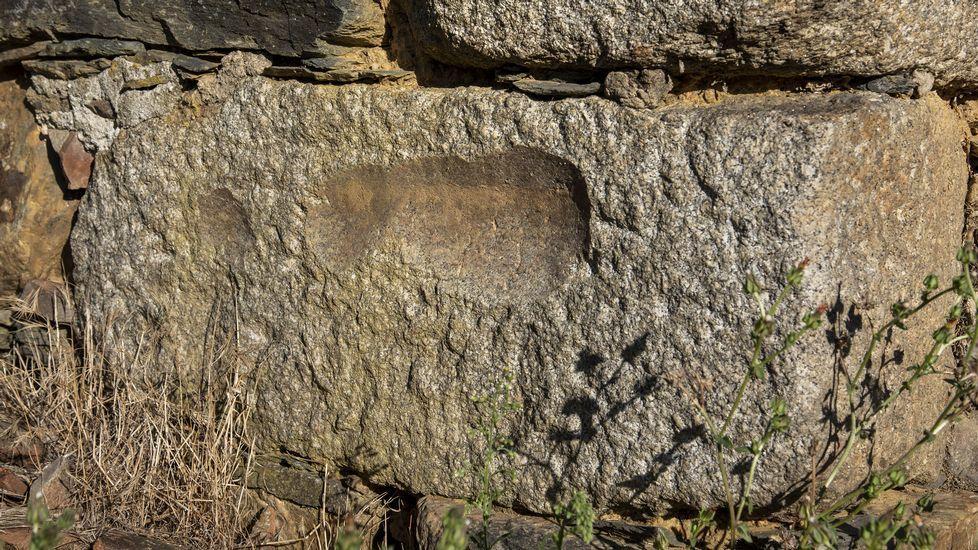 Viejos molinos mineros reaprovechados como material de construcción en el monasterio