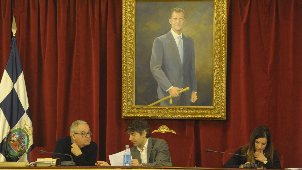 Suárez, en el centro, en el último pleno