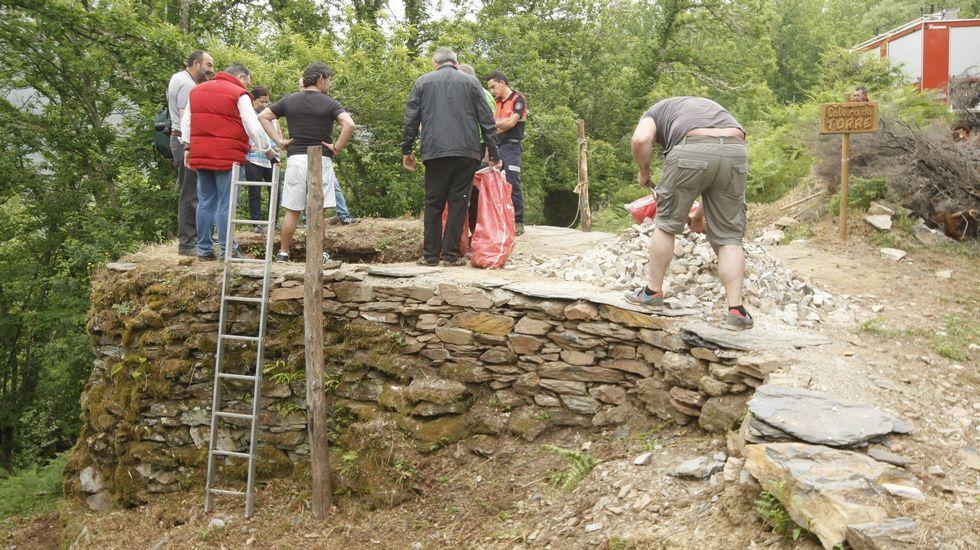 Os antigos caleiros ou fornos de cal onde se cocía a rocha caliza, como o de Vilamor, están construídos con pedra seca