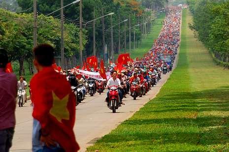 obama.Manifestación motorizada contra China en Bien Hoa.