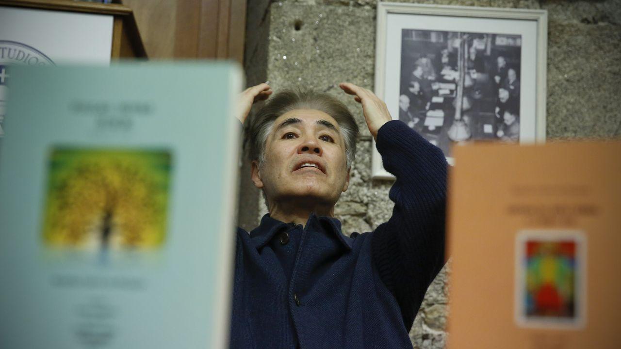 Takekazu Asaka recita a tradución ao xaponés de «Negra sombra».Última foto que se tomou de Rosalía de Castro, na que aparece en 1884 coa familia no xardín da Casa da Matanza