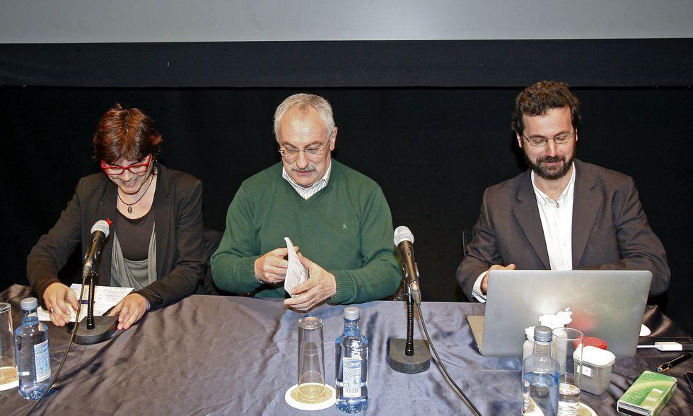 El Holanda- España en imágenes.Ramón Plana (derecha) ofreció ayer una conferencia sobre compost en el Teatro Principal.