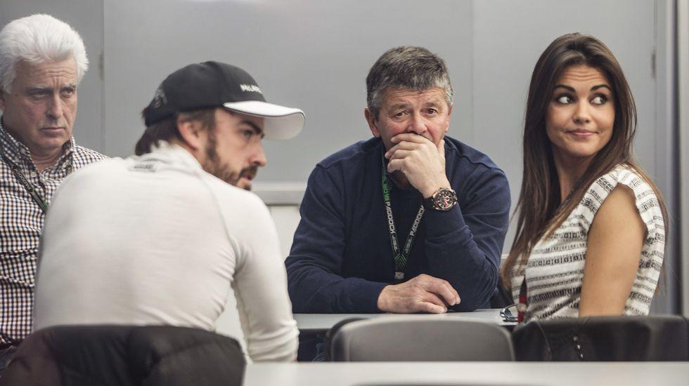 FERNANDO ALONSO, JUNTO A SU NOVIA, EN UNA FOTO DE SU PERFIL DE INSTAGRAM.Fernando Alonso, con Lara Álvarez, en el motorhome de McLaren.