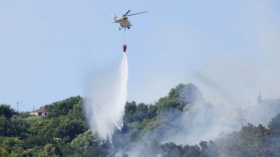 El incendio de Boborás calcinó unas 185 hectáreas.Las piscinas exteriores de Lalín abrirán hoy al público con un horario de 12.00 a 20.00 horas.