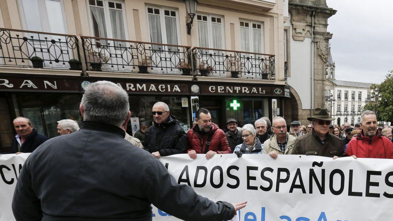 Profesor Profesora interino interinos.Jubiladas gallegos reclaman pensiones dignas en una protesta en Lugo