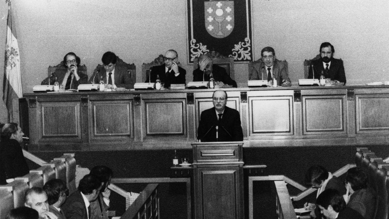 .Fernandez Albor interviene en un pleno del Parlamento en 1983