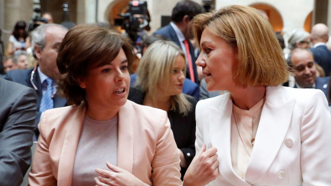 Monedero a Sáenz de Santamaría: «Me alegro de que os vayáis».Irene Montero y Pablo Iglesias, en el Congreso