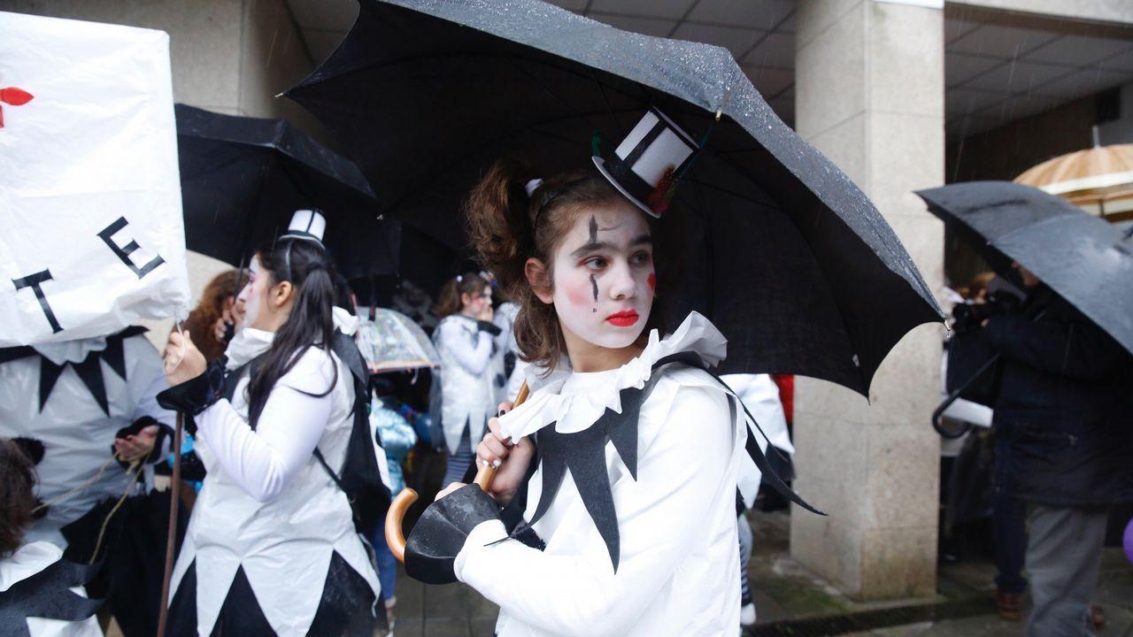 Quema del meco.Suspendido el desfile de entroido en Santiago por la lluvia