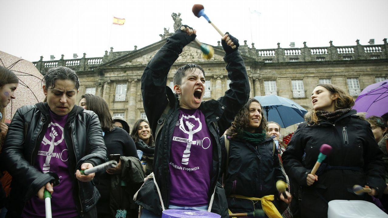 Histórica movilización feminista en Santiago.El ministro de Hacienda en funciones, Cristóbal Montoro